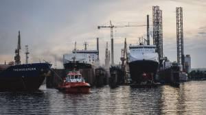 Schiffsinspektion im Trockendock